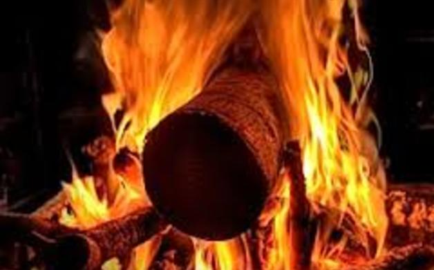 VIDEO: Merry Christmas! Yule Log With Christmas Music | Your ...
