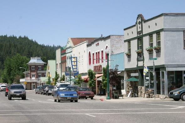 Downtown Quincy-Main Street-Photo by Suzi Brakken.