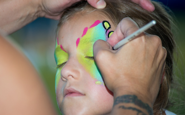 Nina Guidotti gets her face painted