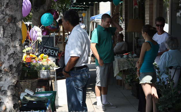 Sidewalk sale brings out shoppers | Altadena Point