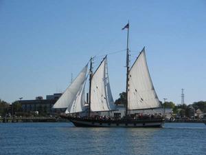 Medium_schooner_mbramble_0857